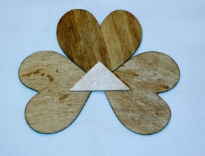 Add a supportive piece of wooden to secure the hearts of oyur wooden Shamro