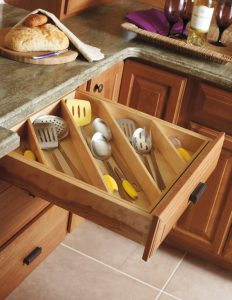 angled-kitchen-drawer-organizing