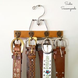 diy belt hanger to organize your acessories