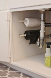 wall-mounted-garbage-bags-under-the-kitchen-sink-organization