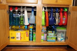 under-the-sink-storage-in-the-kitchen-rod